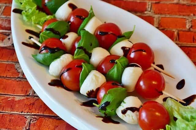 tomates y queso mozzarella