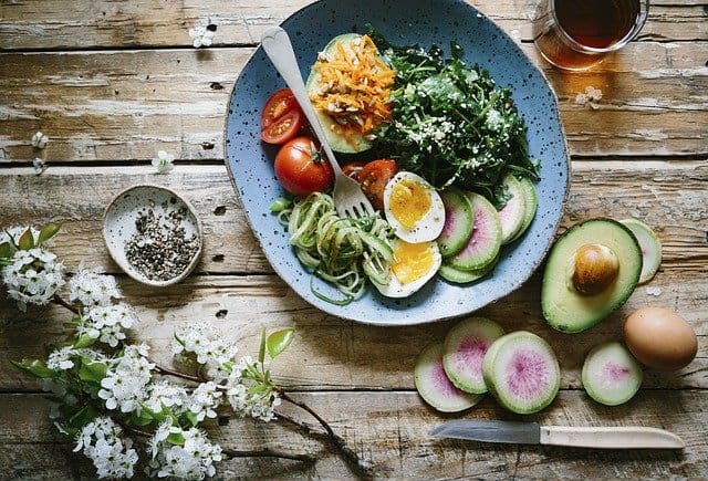 dieta cerebral, comida sana, huevo, aguacate, espinacas