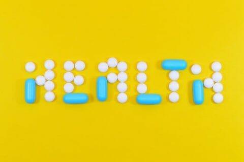 Una escritura saludable hecha de tabletas y cápsulas