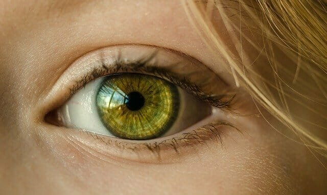 El ojo de una mujer