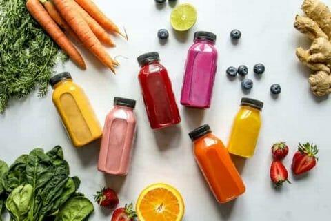 Botella de verduras, frutas y zumos