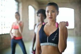 ejercicios para mujeres con mancuernas